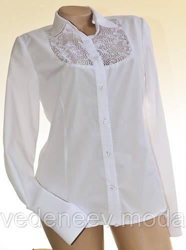 Белая женсккая блуза с кружевной кокеткой