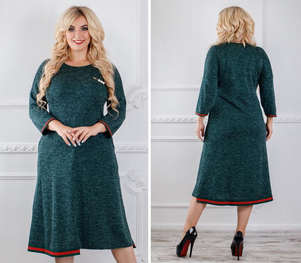b4a2f6303becf5c Женское платье ниже колена с полосками по окантовке и рукавами 3/4 Батал