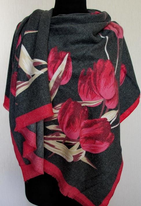 Роскошный палантин с рисунком тюльпанов