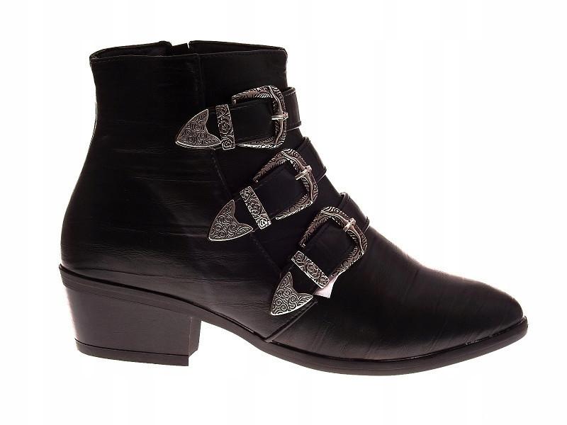 Женские ботинки декорированные ремешками спереди