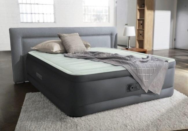 Двухспальная надувная флокированная кровать Intex 64904 серая, со встроенным насосом 220V, 191х137х46 см