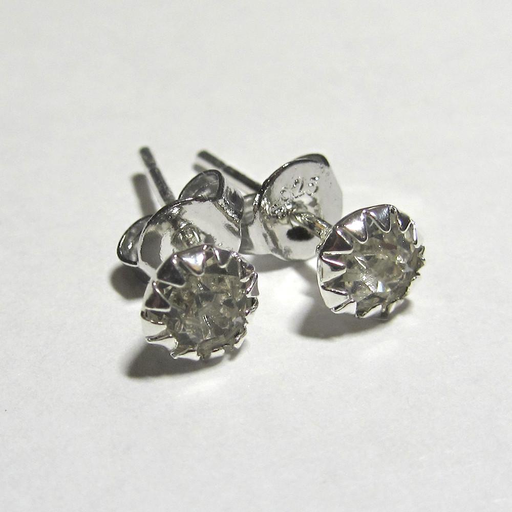 Серебряные серьги гвоздики белые стерлинговое серебро 925 проба (1370)