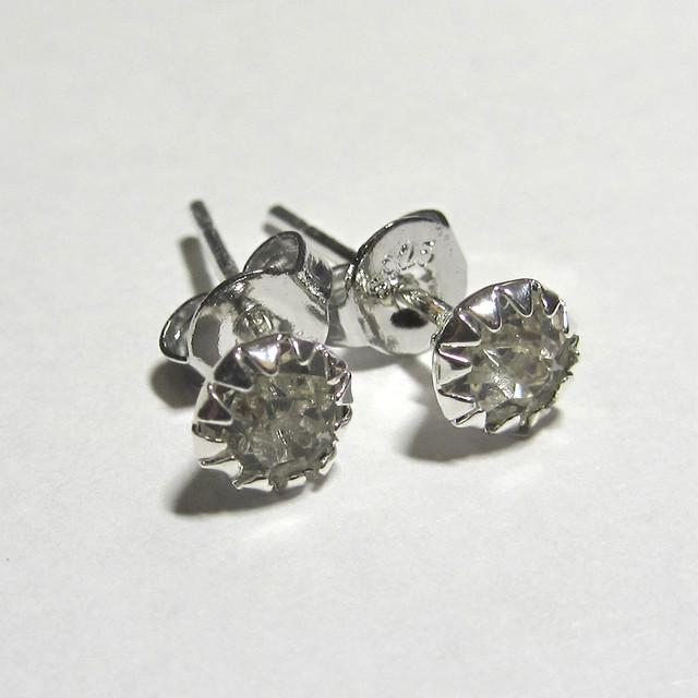 Серебряные серьги гвоздики с горным хрусталем