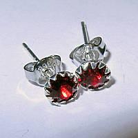 Серебряные серьги гвоздики красные стерлинговое серебро 925 проба (1372)