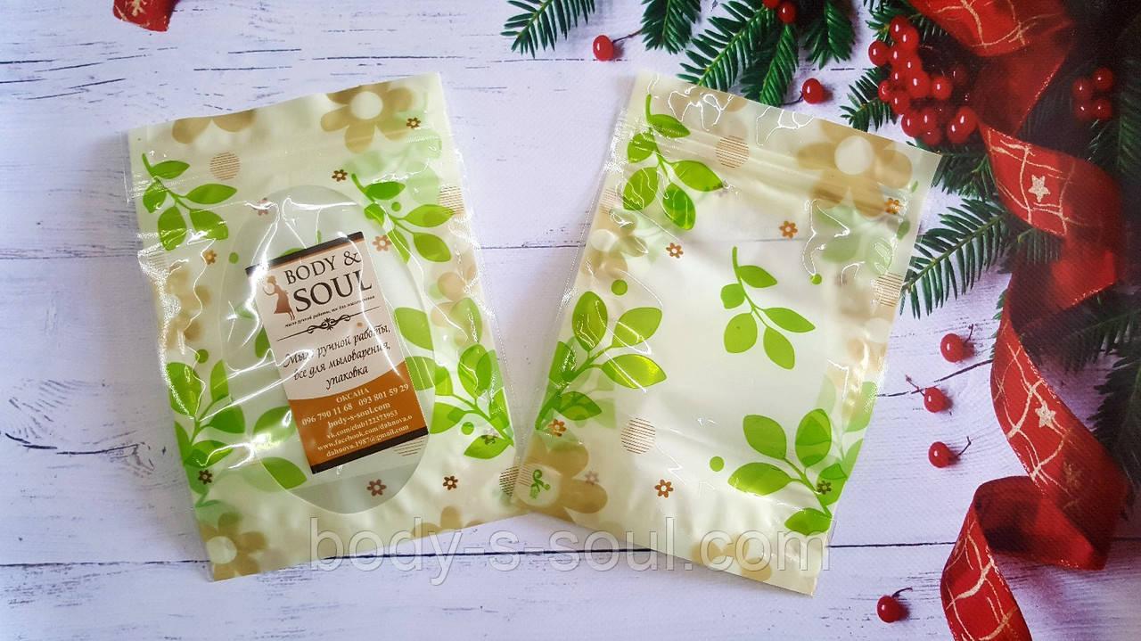 Пакет прозрачным окошком  и зелеными листиками,ровные края, замком зип размер 13см на 18 см