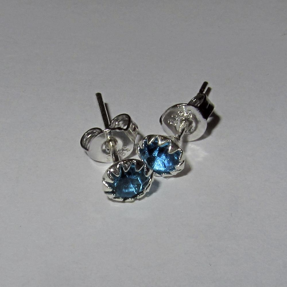 Серебряные серьги гвоздики голубые стерлинговое серебро 925 проба (1374)