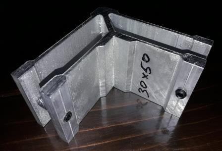 Уголок соединительный для трубы прямоугольной 30х50 мм