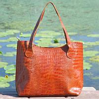 79b11d623fc3 Кожаная удобная и вместительная женская сумка Венеция крокодиловая  коричневая Рыжий. В наличии