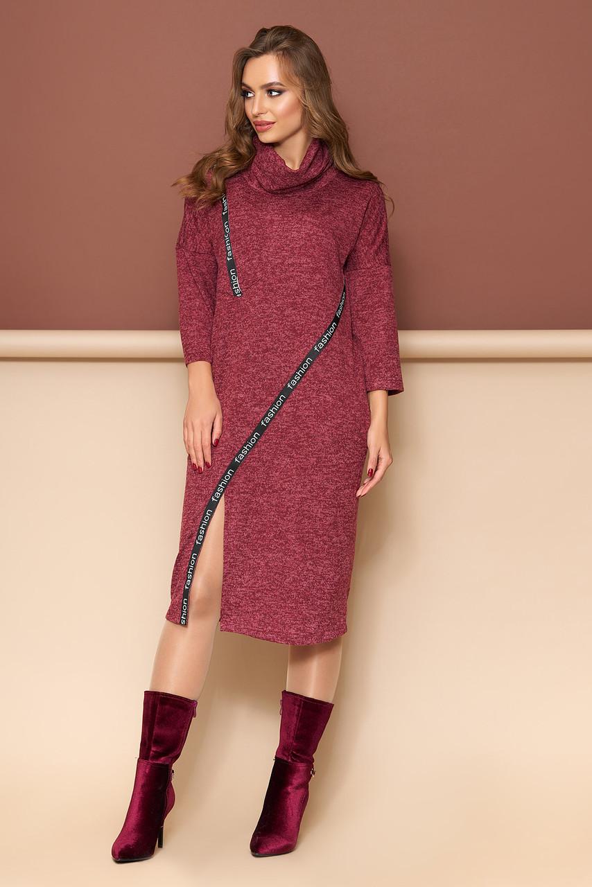Теплое платье из трикотажа прямого кроя бордо