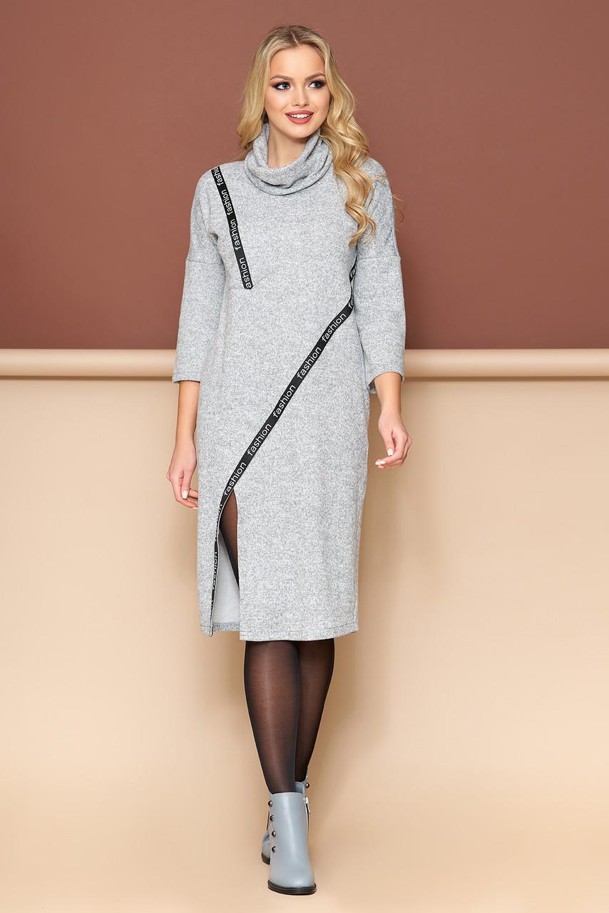 Теплое платье из трикотажа прямого кроя серое