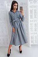 Серое платье миди в клетку на пуговицах приталенное поясом