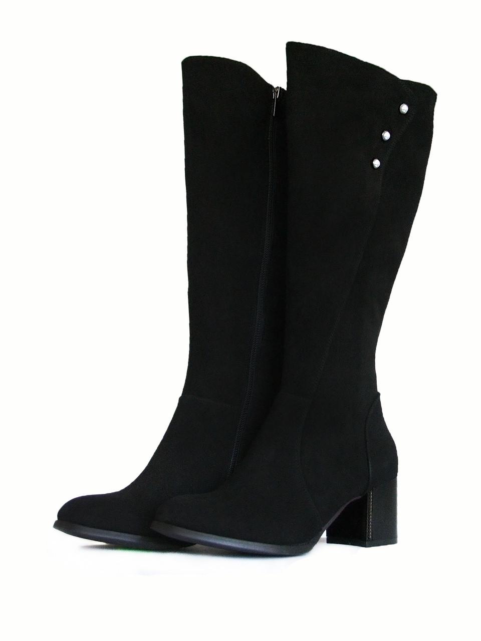 Элегантные замшевые сапоги на среднем каблуке