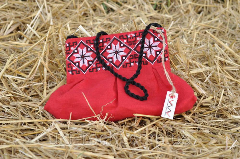 Красный клатч для девочки с вышивкой