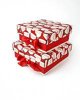 Маленькие квадратные новогодние подарочные коробки ручной работы красного цвета с Санта-Клаусами