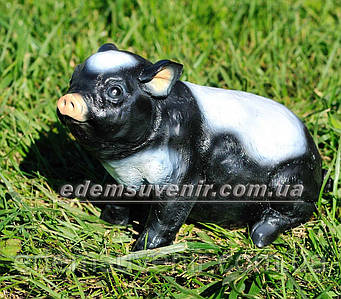 Садовая фигура Свинка вьетнамская сидячая