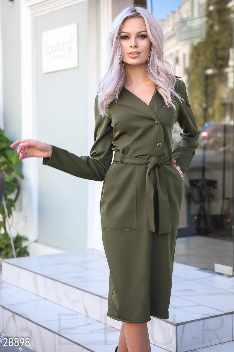 Облегающее платье-миди зеленого цвета с поясом