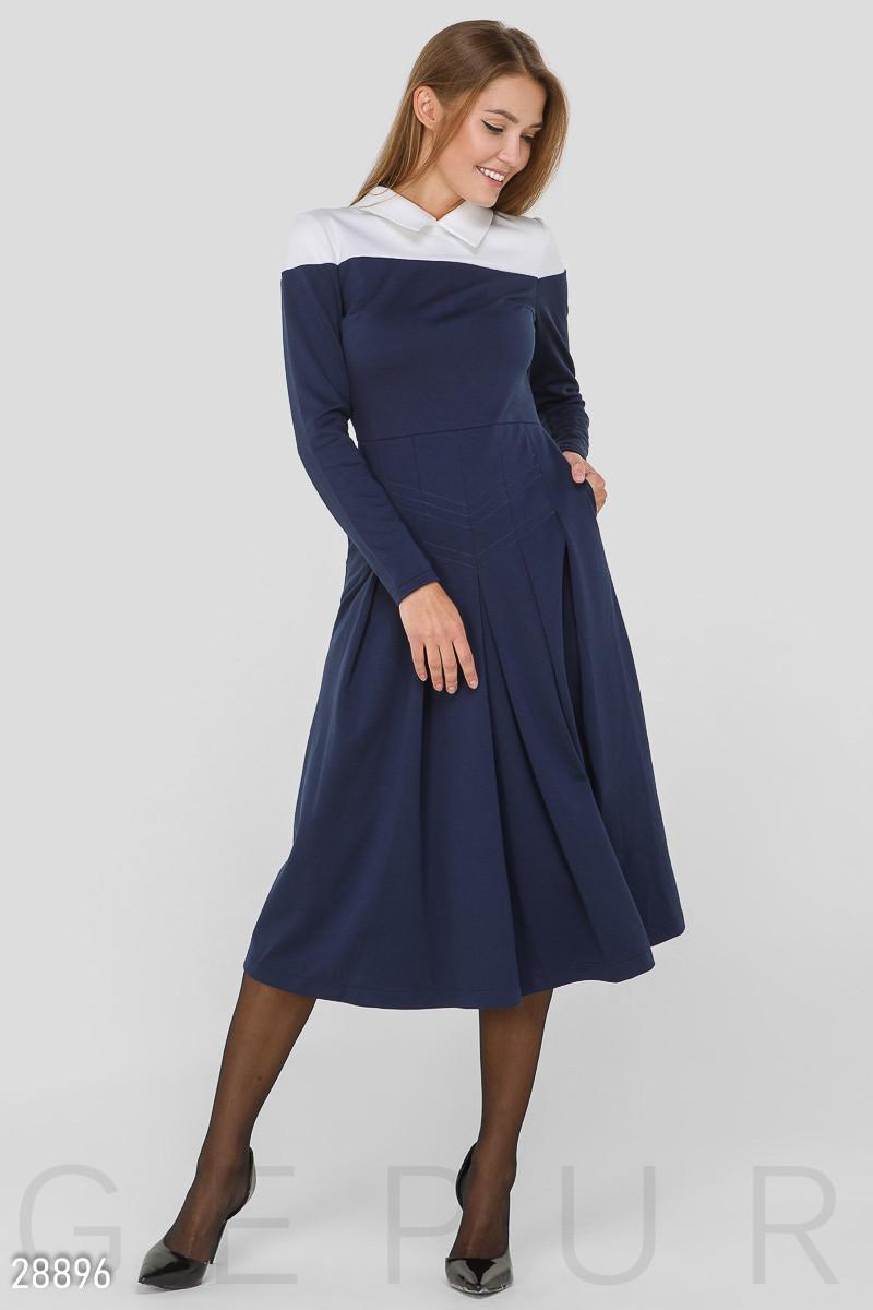 Двухцветное платье А-силуэта синего цвета