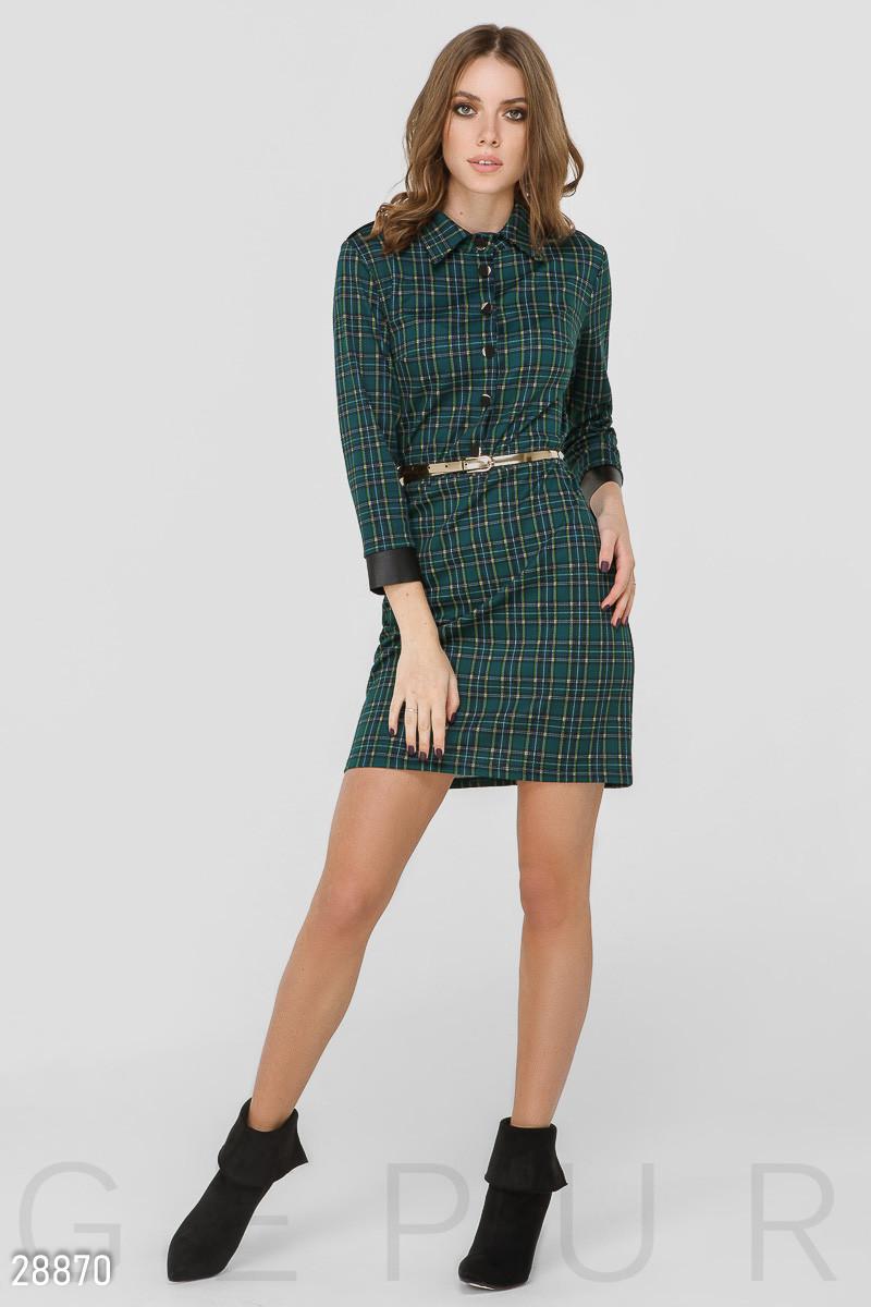 Зеленое платье-мини в клетку с поясом