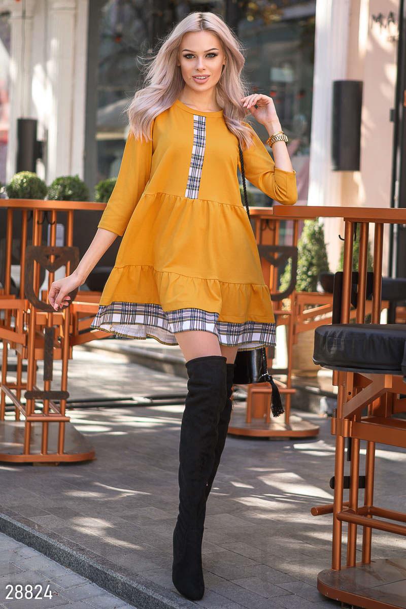 Желтое трикотажное платье-мини свободного кроя