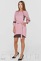 Платье розового цвета прямого кроя с кружевной отделкой