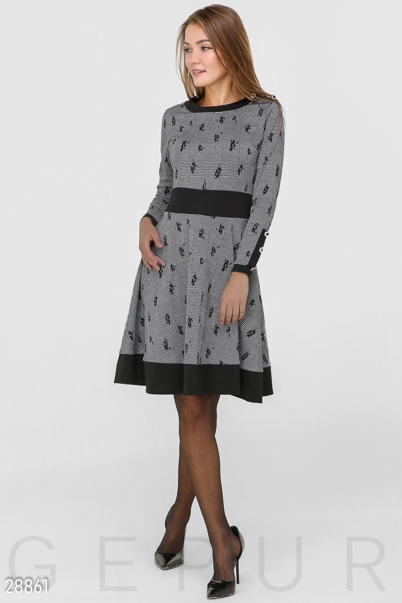 Платье А-силуэта из трикотажа серого цвета