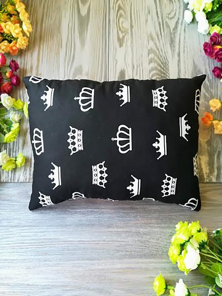 Подушка черно-белое королевство прямоугольная,  33 см * 25 см
