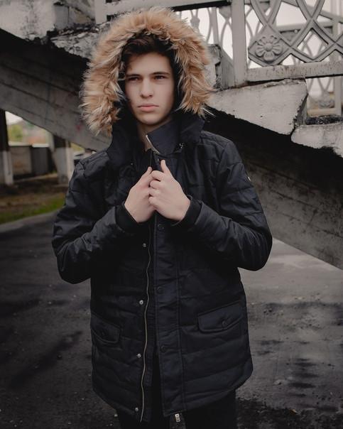Теплая мужская куртка с мехом черная топ реплика