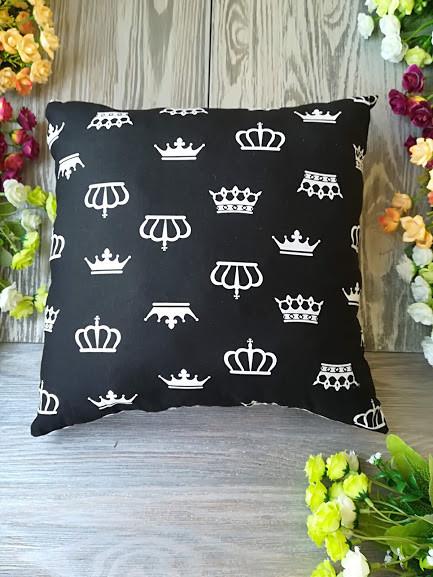Подушка черно-белое королевство квадратная,  35 см * 35 см
