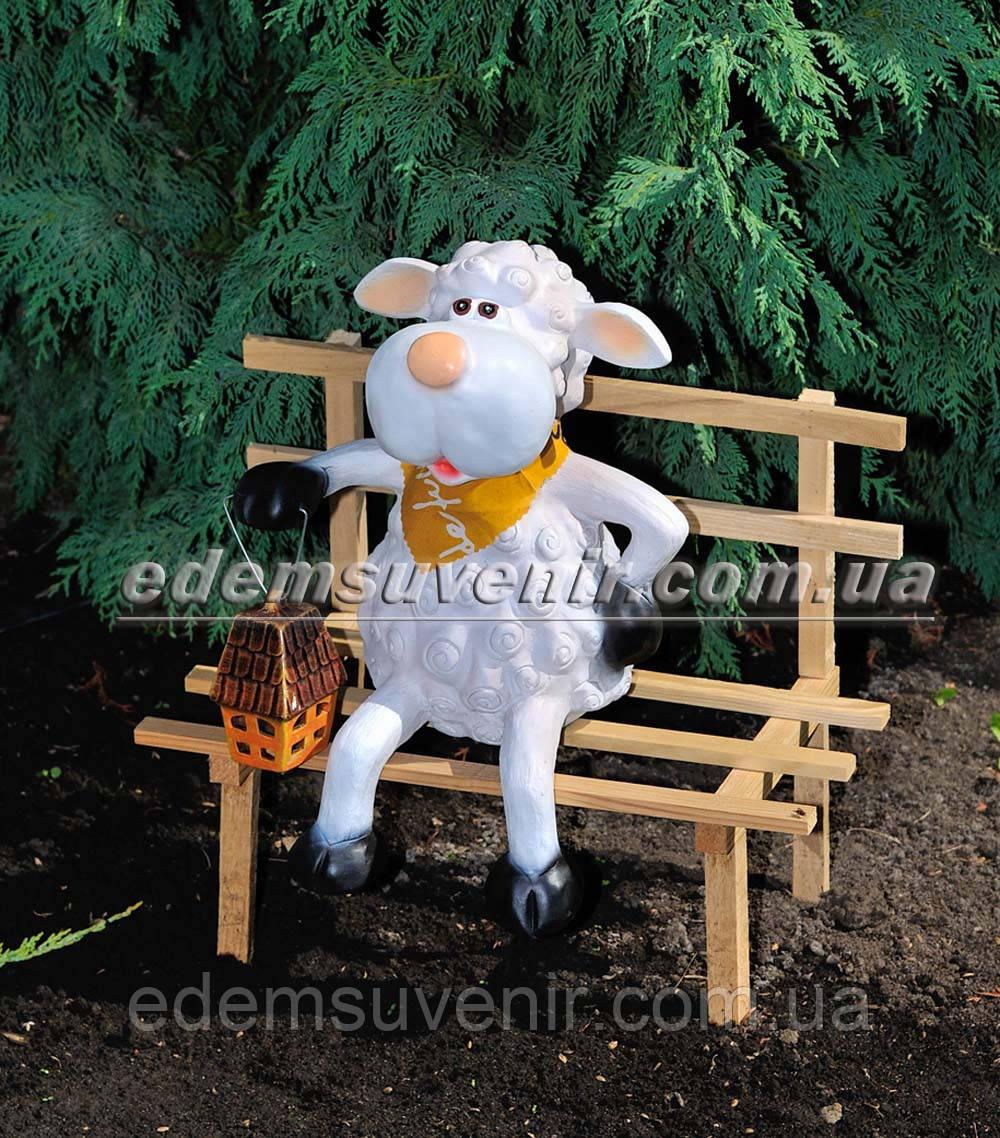 Садовая фигура Овечка на скамейке с фонарем