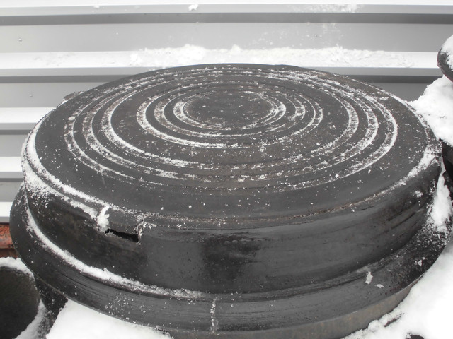 Люк канализационный полимерпесчаный легкий с замком (до 3т) черный
