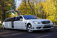 Прокат Лимузина Mercedes w221 S63 AMG с Ламбо дверью Крыло Чайки. Цвет лимузина - белый, длина 10 метров.