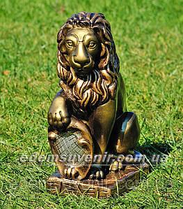 Садовая фигура Лев с правым щитом малый