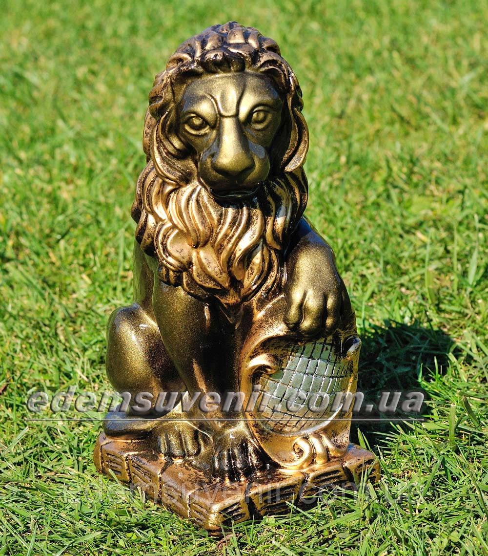 Садовая фигура Лев с левым щитом малый