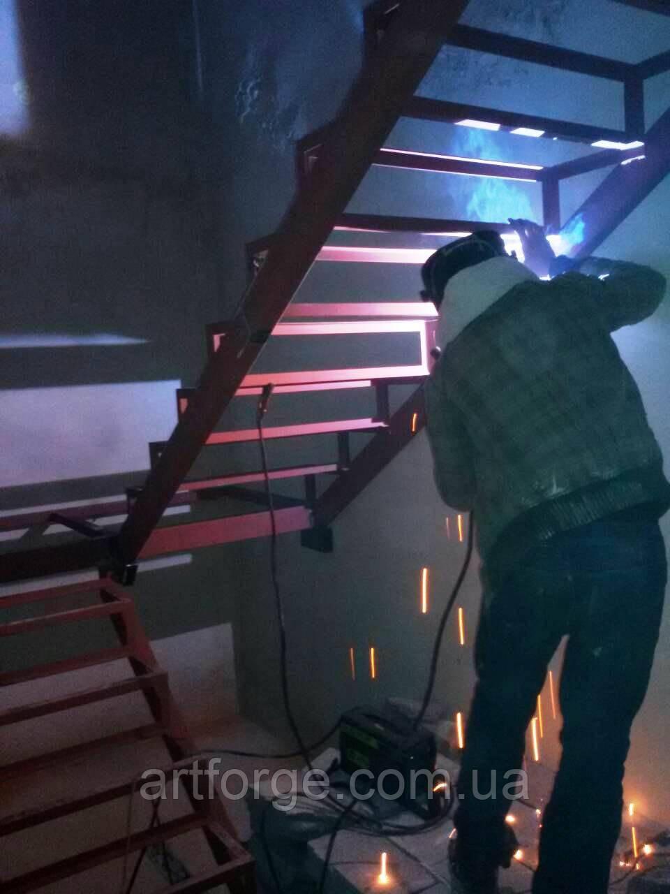 Каркас лестницы с поворотом 180 гр. П-образный каркас под обшивку