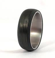 Мужское обручальное кольцо из карбона и титана от Wickerring