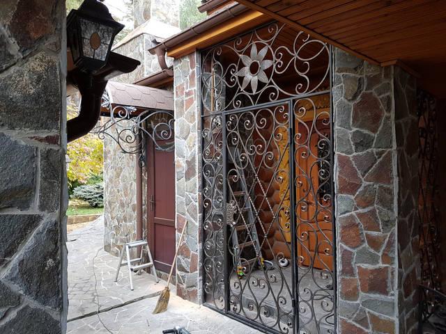 Кованая решетчатая дверь -1