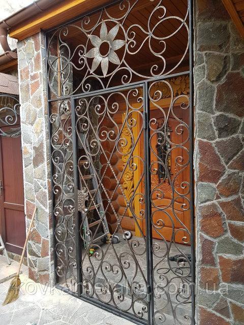 Кованая решетчатая дверь 5