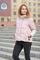 Розовый короткий пуховик