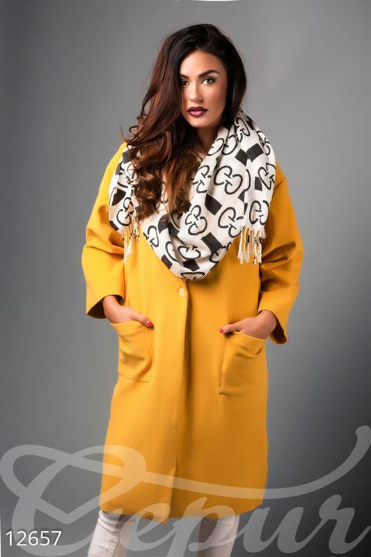 Стильное женское пальто oversize желтого цвета