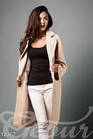 Стильное женское пальто oversize бежевого цвета