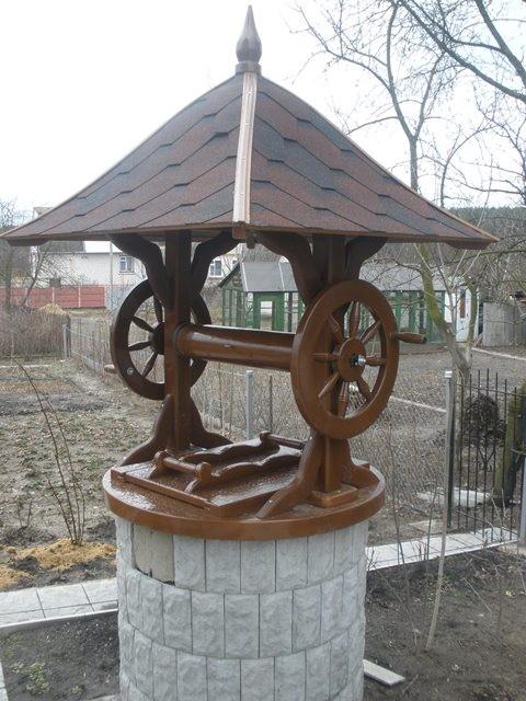 Декоративные наставки на колодцы из дерева