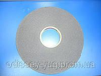 Двухсторонняя клейкая лента 3M™9556В для вентилируемых фасадов, серый, 3,0 мм х 9,0 мм, рулон 16,4 м.