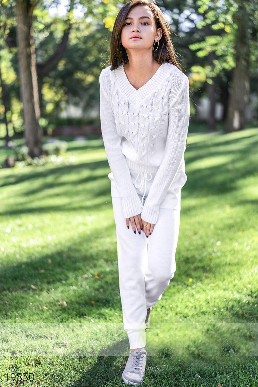Модный женский вязаный костюм с брюками