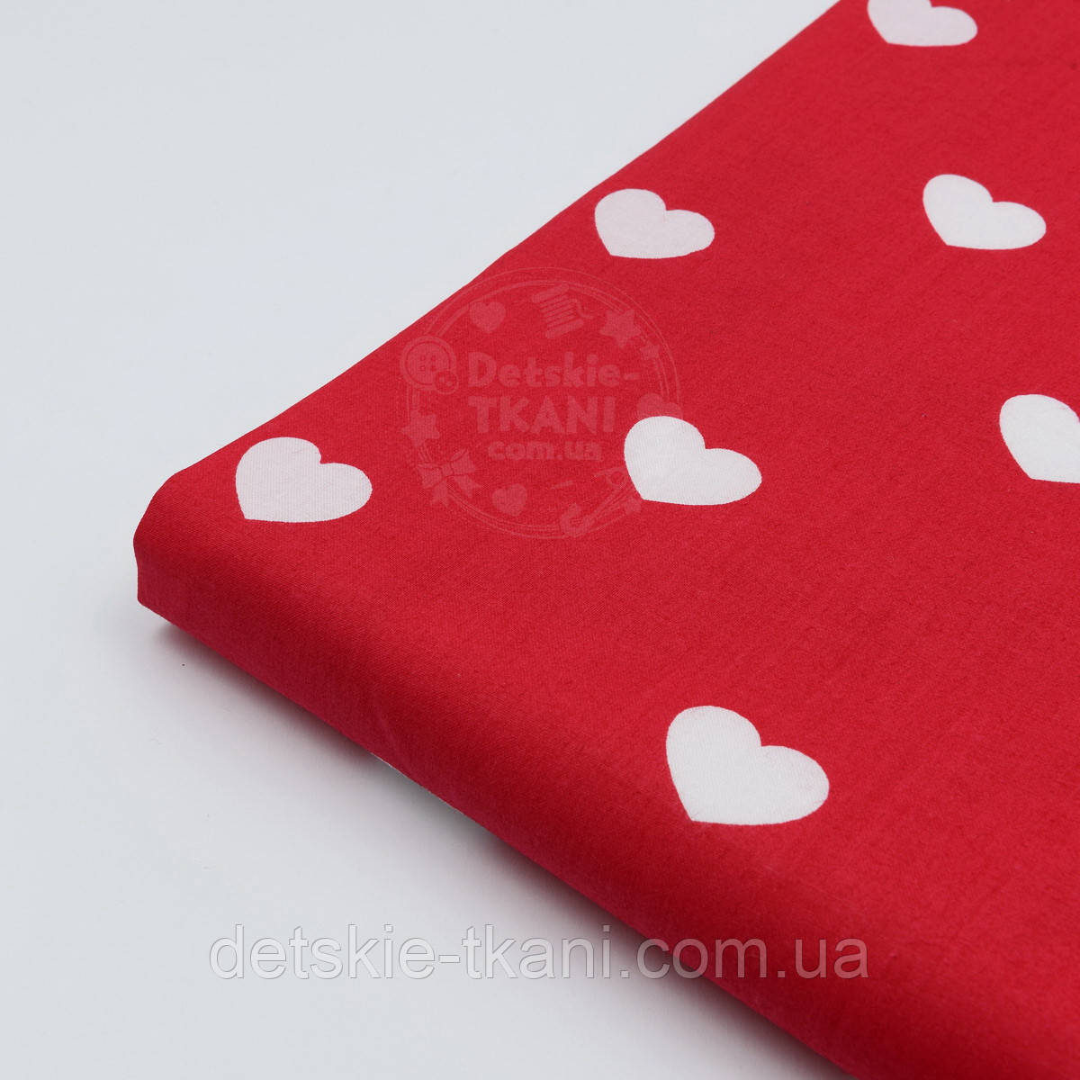 Лоскут ткани №400а с белыми сердечками на красном фоне