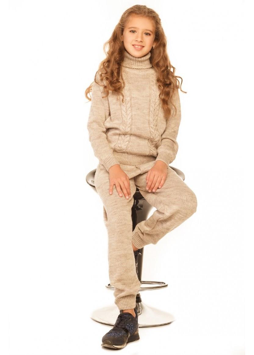Теплый вязаный костюм для девочки бежевый