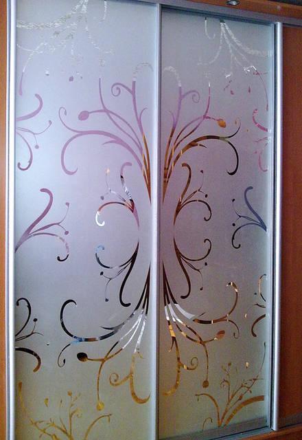 Шкаф с пескоструйным рисунком - цветы.