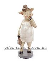 Статуэтка декоративная Свинка в бежевом платье