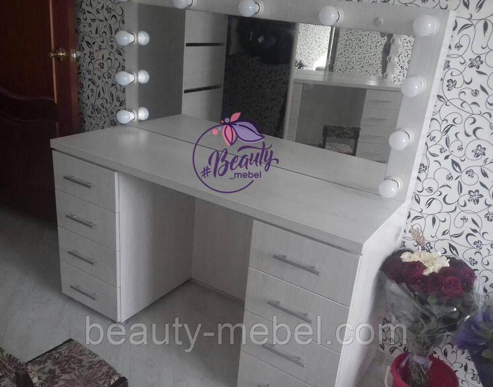 Широкий стол для макияжа с тумбами по бокам, зеркало с лампами