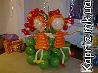 Девочки на полянке из шаров