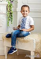 Модна дитяча футболка із синьою вишивкою на білому «Блакитний візерунок»